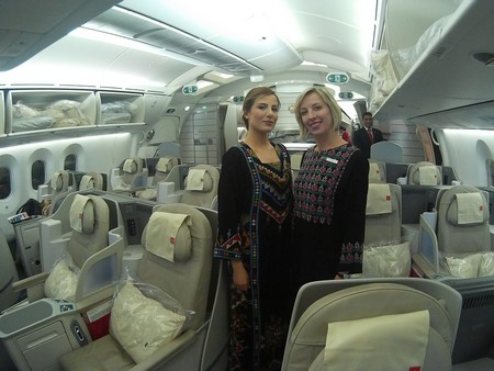 royal jordanian first class business class crown class long haul 787 dreamliner