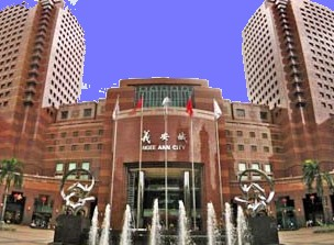 ngee ann city takashimaya largest luxury first class shopping mall in singapore